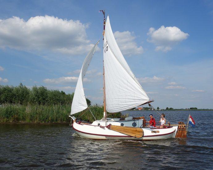 vakantie friesland aan het water met boot